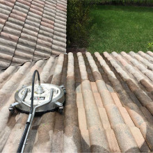 Pressure cleaning of the roof at Parkland, Florida